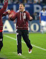FUSSBALL   1. BUNDESLIGA   SAISON 2011/2012    9. SPIELTAG FC Schalke 04  - 1. FC Kaiserslautern                      15.10.2011 Trainer Marco KURZ (Kaiserslautern) jubelt nach dem Abpfiff