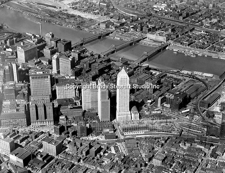 Pittsburgh PA:  View of the new Gulf Building and construction of the Post Office Federal Courts bulding - 1932