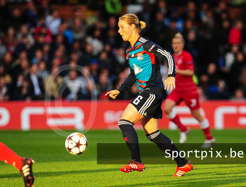 Uefa Women 's Champions League Final 2011 at Craven Cottage Fulham - London : Olympique Lyon - Turbine Potsdam : Amandine Henry.foto DAVID CATRY / JOKE VUYLSTEKE / Vrouwenteam.be.