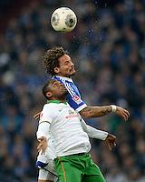 FUSSBALL   1. BUNDESLIGA   SAISON 2013/2014   12. SPIELTAG FC Schalke 04 - SV Werder Bremen                           09.11.2013 Jermaine Jones (hinten, FC Schalke 04) gegen Zlatko Cedrick Makiadi (vorn, SV Werder Bremen)
