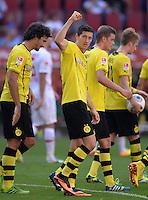 Fussball  1. Bundesliga  Saison 2013/2014    FC Augsburg - Borussia Dortmund      10.08.2013 JUBEL Dortmund; Mats Hummels, Torschuetze Robert Lewandowski, Sven Bender und  Marco Reus (v.li.)