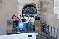 Roma, 12  Luglio 2012. Attivisti dei comitati «Acqua pubblica» occupano con un sit-in la scalinata di accesso a Palazzo Senatorio per protestare contro la cessione del 21% della controllata Acea, l'azienda che si occupa di acqua e servizi.