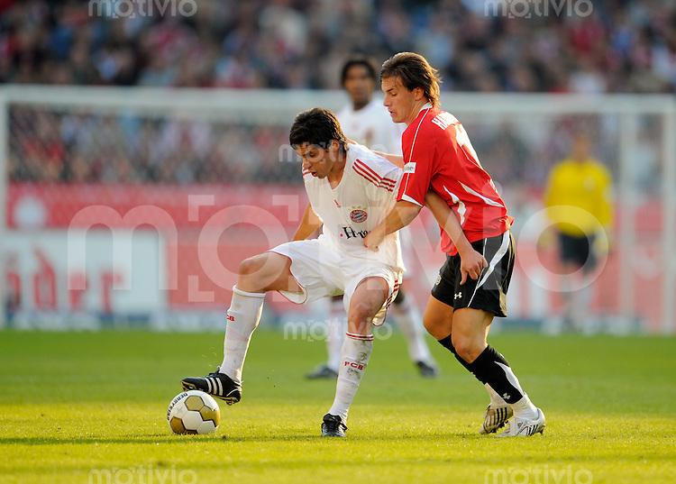 FUSSBALL   1. BUNDESLIGA   SAISON 2008/2009   6. SPIELTAG Hannover 96  - Bayern Muenchen     27.09.2008 Jose Ernesto SOSA (li, Muenchen) im Zweikampf mit Szabolcs HUSZTI (re, Hannover).
