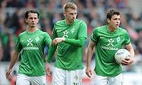 FUSSBALL   1. BUNDESLIGA   SAISON 2011/2012   32. SPIELTAG SV Werder Bremen - FC Bayern Muenchen               21.04.2012 Aleksandar Stevanovic, Aaron Hunt und Zlatko Junuzovic (v.l., alle SV Werder Bremen)