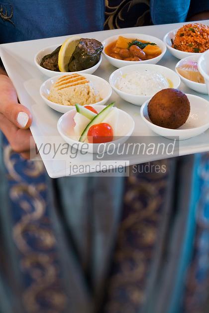 Europe/Turquie/Istanbul : Service d'un plateau déclinaison des  Mezze  turcs , recette de  Marcel Nosari      du restaurant  Centemani de l 'Hôtel Ritz Carlton