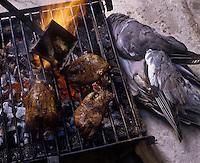 Europe/France/Aquitaine/33/Gironde/Bordeaux: Cuisson des palombes au capucin au restaurant: La Tupina