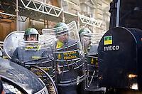 ITA: Il presidio di Polizia davanti al Ministero dell'Economia, Roma 19 Ottobre 2013. Decine di migliaia di persone sono scese in piazza per protestare contro le misure di austerità e tagli di bilancio in Italia. (Foto di Adamo Di Loreto/BuenaVista*photo) ENG: The Presidium of police in front of the Ministry of Economy on October 19, 2013 in Rome. Tens of thousands of people took to the streets to protest against the austerity measures and budget cuts in Italy. (Photo credit Adamo Di Loreto/BuenaVista*photo)