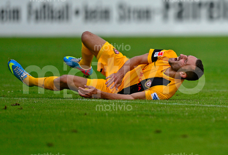 Fussball, 2. Bundesliga, Saison 2013/14, SG Dynamo Dresden, Testspiel, Vfl Pirna Copitz - SG Dynamo Dresden, Mittwoch (26.06.13). Dresdens 7dd verletzt am Boden.