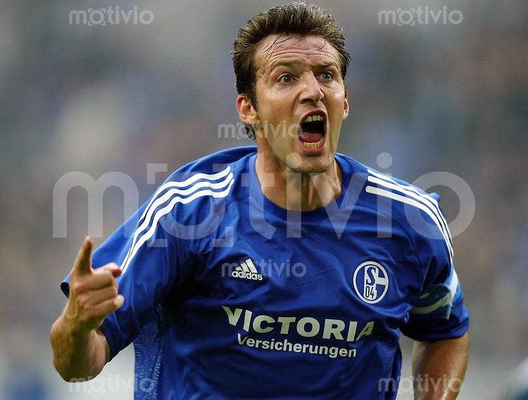 Fussball International - UEFA CUP - 2002/2003 Schalke 04 - FC Gomel   Marc Wilmots bejubelt seinen Treffer zum 1:0