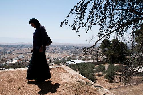 Jerusalem, mai 2011. C'est la premiere fois que Dalal, refugiee palestinienne nee au Liban, met les pieds a Jerusalem. Elle vit a Gaza, et  a recu un permis exceptionnel des autorites Israeliennes de sortir de Gaza, pour acceder a l'hopital de Jerusalem et soigner son cancer.