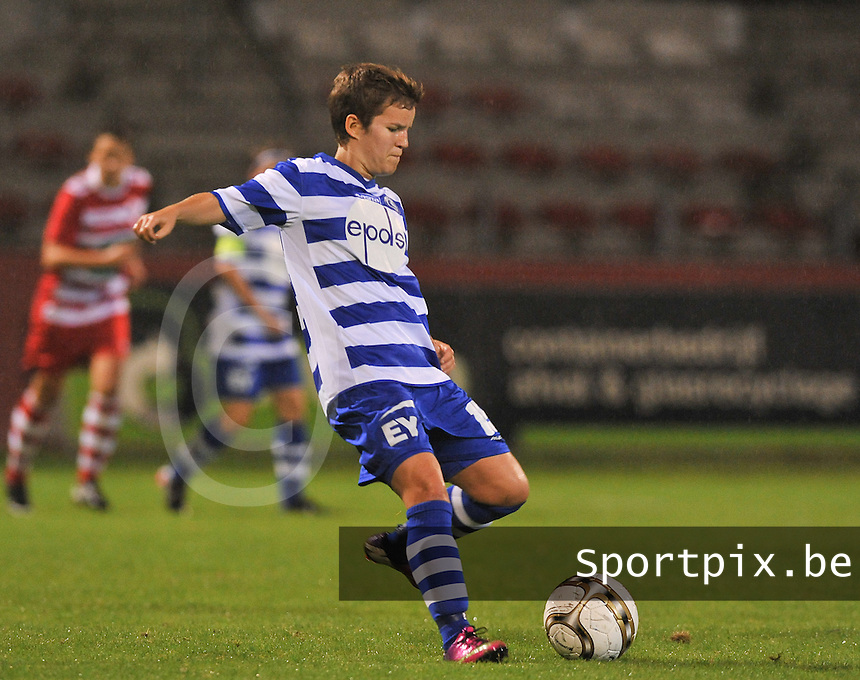 20130913 - ANTWERPEN , BELGIUM : Gent's Annelien Van Gansbeke pictured during the female soccer match between Royal Antwerp FC Vrouwen / Ladies and K AA Gent Ladies at the BOSUIL STADIUM , of the fourth matchday in the BENELEAGUE competition. Friday 13 September 2013. PHOTO DAVID CATRY