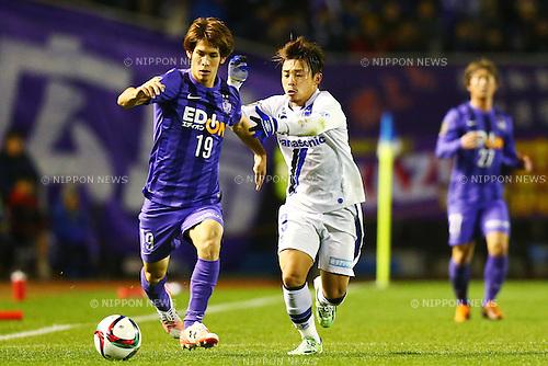 (L-R)<br /> Sho Sasaki (Sanfrecce),<br /> Hiroyuki Abe (Gamba),<br /> DECEMBER 5, 2015 - Football / Soccer : <br /> 2015 J.League Championship Final 2nd leg match<br /> between Sanfrecce Hiroshima - Gamba Osaka<br /> at Hiroshima Big Arch in Hiroshima, Japan.<br /> (Photo by Shingo Ito/AFLO SPORT)