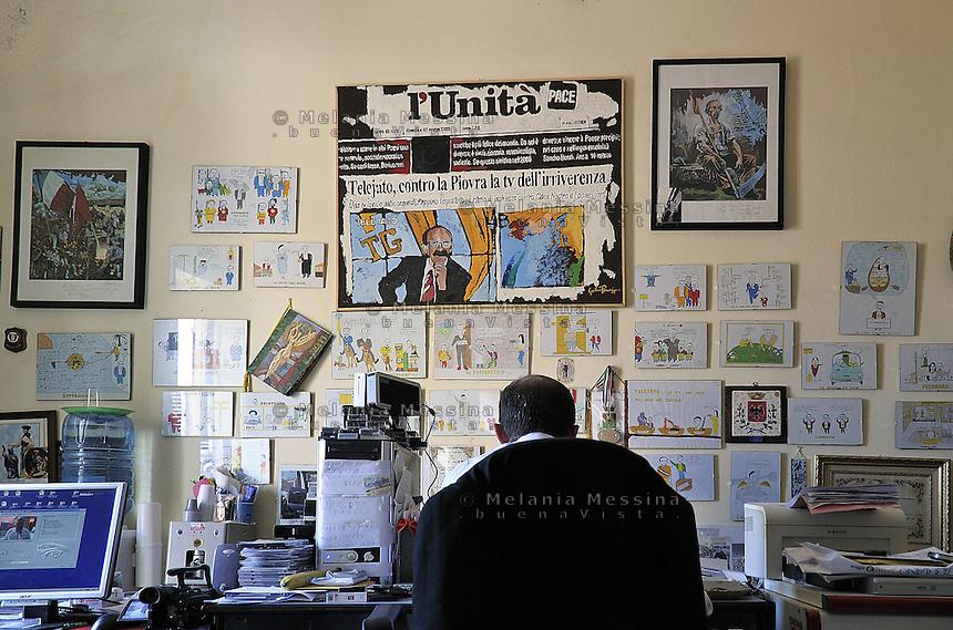 Partinico: the anti-mafia journalist Pino Maniaci in the TeleJato tv office  in Sicily.<br /> Partinico: il giornalista antimafia Pino Maniaci, direttore della emittente televisiva Telejato negli uffici dell'emittente.