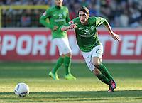 FUSSBALL   1. BUNDESLIGA   SAISON 2011/2012    20. SPIELTAG  05.02.2012 SC Freiburg - SV Werder Bremen Zlatko Junuzovic (SV Werder Bremen) mit Ball