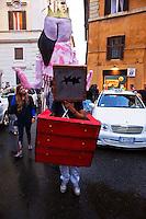 Roma 4 Settembre 2012.Urban Parade per le strade del centro per presentare il progetto: You'r Right: artisti per la pace. Protagonisti dello scambio artistico e culturale, dieci ragazzi palestinesi dell'organizzazione Human Supporters di Nablus, città della  West Bank, e altrettanti loro coaetanei  italiani, che a dicembre andranno a loro volta nei Territori occupati, Marionette, giocoleria, espressione corporea ma anche story telling, teatro dell'autonarrazione e giochi di ruolo, al Teatro Valle Occupato.L'iniziativa, organizzata da Associazione per la pace in collaborazione con UVAUniversolaltro, Salvagente ed Orto Creativo Urbano..