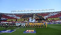 FUSSBALL CHAMPIONS LEAGUE  SAISON 2015/2016 VIERTELFINAL RUECKSPIEL Atletico Madrid - FC Barcelona       13.04.2016 Fan Choreographie vor dem Spiel im Vicente Calderon Stadion mit den Mannschaften