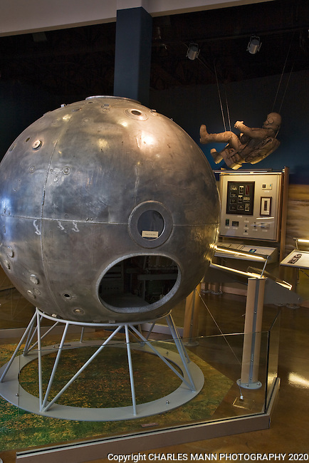 This early high altitude capsule and space suit can be seen at the Anderson Abruzzo Albuquerque International Balloon Museum in New Mexico