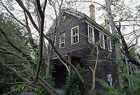 1995 April ..Conservation.Lamberts Point...Rundown Properties.Front  Exterior.1402 West 25th Street...NEG#.NRHA#..CONSERV: Lambert2 2:11