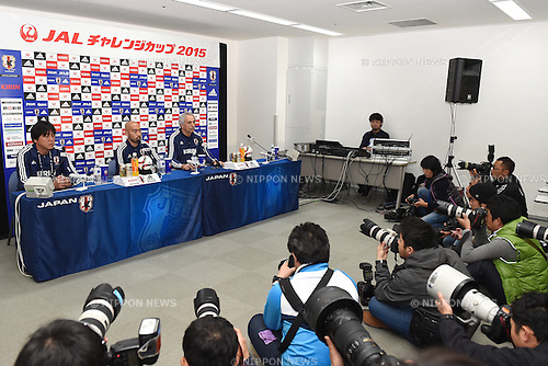 (L-R)  Gun Hiwatashi,   Vahid Halilhodzic (JPN), <br /> MARCH 30, 2015 - Football / Soccer : <br /> Japan training session <br /> at Tokyo Stadium in Tokyo, Japan. <br /> (Photo by AFLO SPORT)