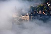 Europe/Europe/France/Midi-Pyrénées/46/Lot/Loubressac: Vue aérienne du  village fortifié sur son piton rocheux avec son manoir et l'église Saint-Jean-Baptiste - Perché sur un promontoire d'où l'on jouit d'un superbe panorama sur la vallée de la Dordogne - Vue aérienne à l'aube - Plus beaux Villages de France