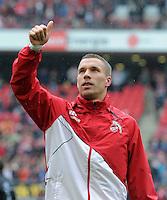 FUSSBALL   1. BUNDESLIGA  SAISON 2011/2012   34. Spieltag 1. FC Koeln - FC Bayern Muenchen        05.05.2012 Lukas Podolski (1. FC Koeln) verabschiedet sich bei den Fans