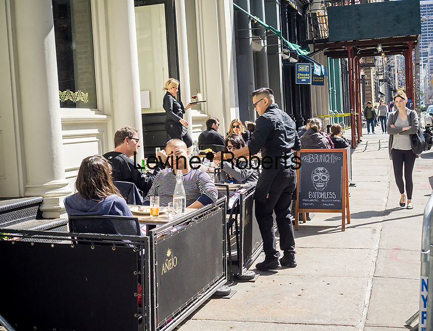 Sidewalk cafe of a bar/restaurant in the Tribeca neighborhood of New York on Saturday, April 30, 2016. (© Richard B. Levine)
