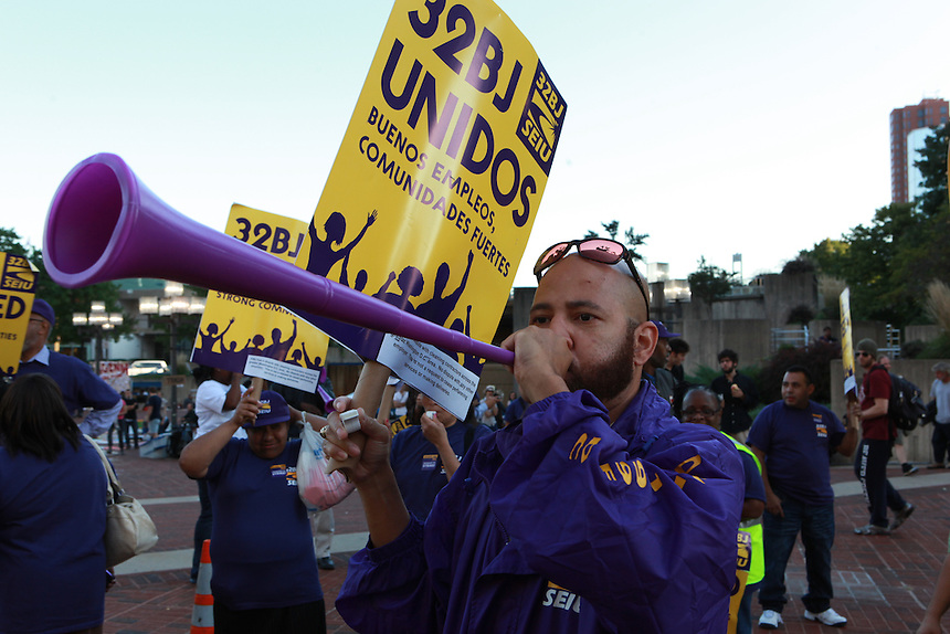 SEIU 32BJ Rally in support of expiring workers' contract negociations. Baltimore MD Oct. 5, 2011  © Rick Reinhard 2011