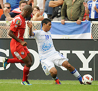 El Salvador Reynaldo Hernadez (19) makes a pass.  Panama defeated El Salvador in penalty kicks 5-3 in the quaterfinals for the 2011 CONCACAF Gold Cup , at RFK Stadium, Sunday June 19, 2011.