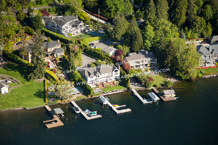 aerial photo of luxury homes along the shores of Lake Washington