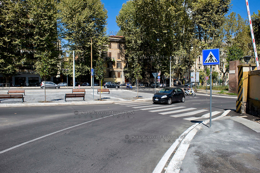 Roma 27 Agosto 2014<br /> Il restyling di piazza Bernardino da Feltre che rientra  nel  piano di Roma Capitale per la riqualificazione della zona di Porta Portese.<br /> Rome August 27, 2014 <br /> The redesign of the square Bernardino da Feltre that part of the plan of Roma Capitale for the redevelopment of the area Portaportese.