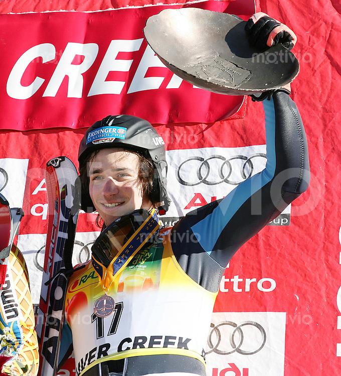 Ski Alpin; Saison 2006/2007  Slalom Herren JUBEL, Felix Neureuther (GER,li) belegt Platz 3. mit Siegertrophaee