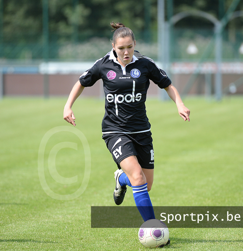 20150801 - WESTKAPELLE , BELGIUM : Gent's Elien Van Wynendaele  pictured during a friendly soccer match with the women team of AA Gent Ladies , during the preparation for the 2015-2016 SUPERLEAGUE season, Saturday 1 August 2015 . PHOTO DAVID CATRY