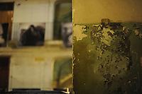 CorpusTRIP durante l'esposizione notturna in un cortile del quartiere di San Lorenzo a Roma. ..CorpusTRIP è un progetto itinerante, esposizione temporanea, in diverse città , evento di una sola notte in uno spazio non specificatamente adibito, occupato o abbandonato. E' il lavoro fotografico di ritratti in bianco e nero ,di  Luca Donnini.?.CorpusTRIP is a touring exhibition, temporary exhibitions, in different city, an event one night in a space not specifically used, occupied or abandoned. It's the photographic work of black and white portraits of Luca Donnini..