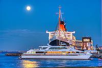 Long Beach, CA, RMS Queen Mary, Cruise ship, Hotel, Skyline, Shoreline Park, Marina, Waterfront, Southern California, USA,