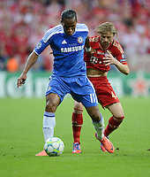 FUSSBALL   SAISON 2011/2012   CHAMPIONS LEAGUE FINALE FC Bayern Muenchen - FC Chelsea  19.05.2012 Anatoli Timoschtschuk (re,  FC Bayern Muenchen) gegen Didier Drogba (li, FC Chelsea)