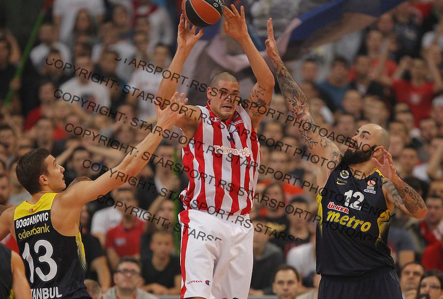 Kosarka Euroleague season 2015-2016<br /> Euroleague <br /> Crvena Zvezda v Fenebahce Istanbul<br /> Maik Zirbes (C) Pero Antic (R) and Bogdan Bogdanovic<br /> Beograd, 06.11.2015.<br /> foto: Srdjan Stevanovic/Starsportphoto &copy;