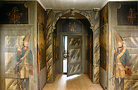 Marbleised panelling and trompe l'oeil sentinels create a humourous and theatrical mood in the entrance hall