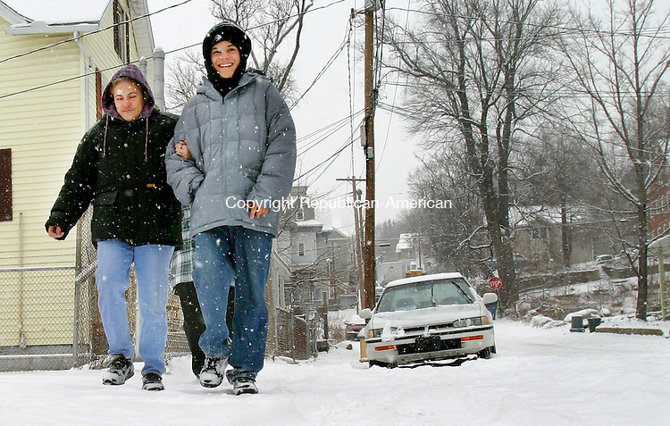 WATERBURY, CT. 02 March 2006-030206SV05--Ivelisse Garcia and her son Felix Barbosa of Waterbury make their way down Orange Street on the way to the shopping mall during a heavy snow fall Thursday.<br /> Steven Valenti Republican-American
