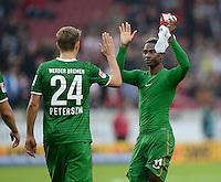 Fussball  1. Bundesliga  Saison 2013/2014  8. Spieltag VfB Stuttgart - SV Werder Bremen     05.10.2013 Eljero Elia (re, SV Werder Bremen) klatscht Nils Petersen (SV Werder Bremen) ab