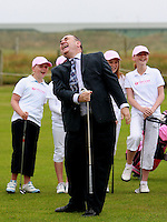 Salmond gets in the swing