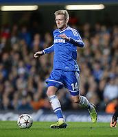 FUSSBALL   CHAMPIONS LEAGUE   SAISON 2013/2014   Vorrunde  in London FC Chelsea - FC Schalke     06.11.2013 Andre Schuerrle (FC Chelsea) am Ball