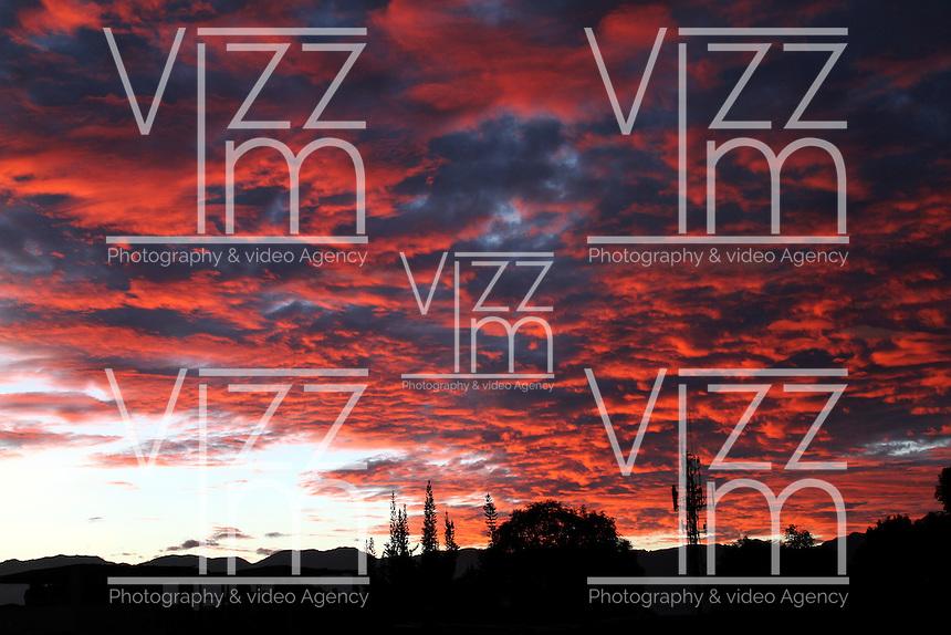 BOGOTA -COLOMBIA- 24-10--2013. Amanecer / sunrise .Photo: VizzorImage / Felipe Caicedol / Staff