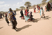 Kenya - Dadaab – 21st July 2011. Refugees who arrived last night or this morning are walking to Dagahaley registration center in order to receive cooking tools and their first food ration.