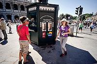 Roma 10 Settembre 2015<br /> Inaugurata  la nuova &laquo;Casa dell'Acqua&raquo;  Acea, di fronte al Colosseo, una vera fontana hi-tech, dove si pu&ograve; bere gratuitamente acqua fresca a 9 gradi, sia naturale che gassata. Inoltre &egrave; possibile ricaricare cellulari e tablet.<br /> Rome September 10, 2015<br /> Inaugurated the new &quot;Water House&quot; Acea, in front of the Colosseum, a real hi-tech fountain, where you can drink free fresh water at 9 degrees, both natural and carbonated. It is also possible to recharge phones and tablets.