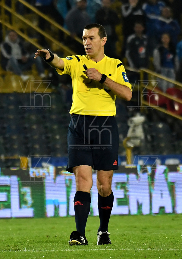 BOGOTA - COLOMBIA - 09 – 05 - 2017: Wilson Lamoroux,  arbitro, durante partido de la fecha 17 entre Millonarios y Cortulua, por la Liga Aguila I-2017, jugado en el estadio Nemesio Camacho El Campin de la ciudad de Bogota. / Wilson Lamoroux,  referee, during a match of the date 17th between Millonarios and Cortulua, for the Liga Aguila I-2017 played at the Nemesio Camacho El Campin Stadium in Bogota city, Photo: VizzorImage / Luis Ramirez / Staff.
