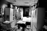Roma 22 Dicembre 2000.Attentato fascista con una bomba contro il quotidiano Il Manifesto in via Tomacelli..Una stanza dopo l'esplosione della bomba