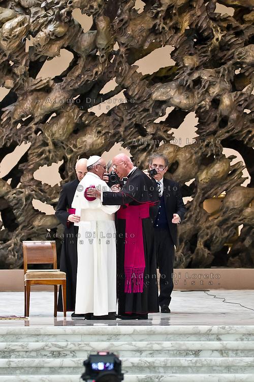 VATICANO 16/03/2012: L'arrivo di Papa Francesco nell'aula Paolo VI è la prima uscita pubblica davanti la stampa. Foto Adamo Di Loreto/buenaVista* photo