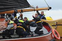 SKÛTSJESILEN: WOUDSEND: 27-07-2015, SKS kampioenschap 2015, winnaar werd het skûtsje van Grou met schipper Douwe Azn. Visser, Jouster Skûtsje met schipper Dirk Jan Reijenga, ©foto Martin de Jong
