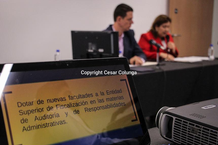 Quer&eacute;taro, Qro. 21 de septiembre de 2016.- Los diputados Ma. Antonieta Puebla Vega y el Coordinador de la Fracci&oacute;n Parlamentaria del PRI, el Diputado Mauricio Ortiz Proal, presentaron un conjunto de iniciativas que reforman y adicional diversas leyes con la finalidad de construir el sistema estatal de combate, lucha y prevenci&oacute;n contra la corrupci&oacute;n.<br /> <br /> <br /> Foto: C&eacute;sar Colunga.
