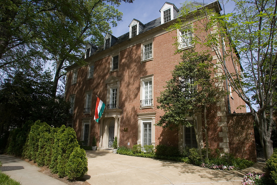 Slug: AH/Hungarian Residence.Date: 04-20-2006.Photographer: Mark Finkenstaedt FTWP.Location: 2215 30th Street, NW, Washington, DC 20008.Caption:  At Home Hungarian Ambassador's Residence